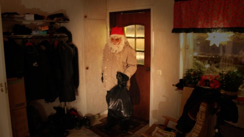 Gnarp S-vägen, jultomten, 24 december 2014