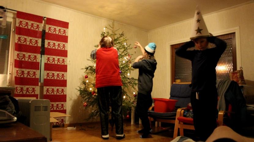 Huddinge M-vägen, julgranen kläs, 29 december 2014