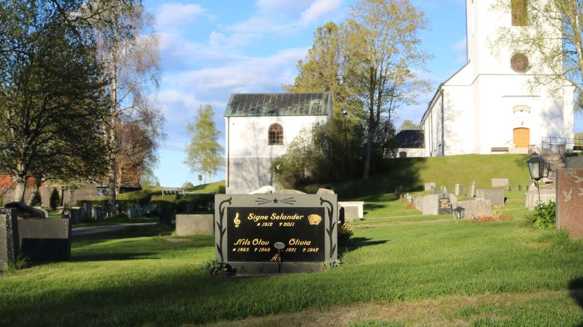 Gnarp, Signe Selanders grav, 25 maj 2017