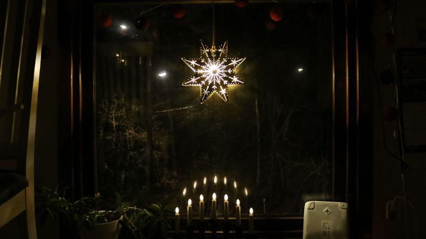 Huddinge M-vägen, stjärna och ljusstake på första advent, 2 december 2018
