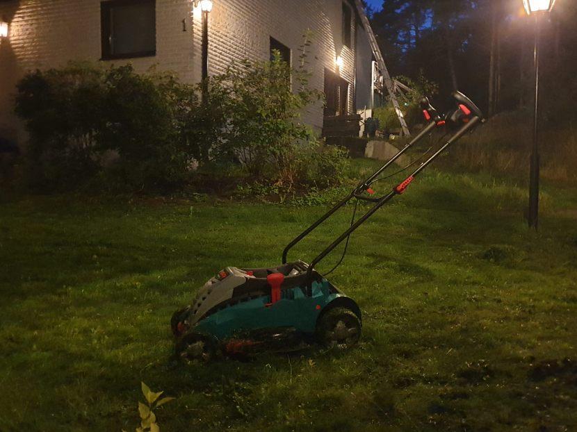 Huddinge M-vägen, gräsklippning, 24 augusti 2019
