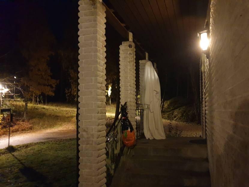 Huddinge M-vägen, halloweenspöke, 31 oktober 2019