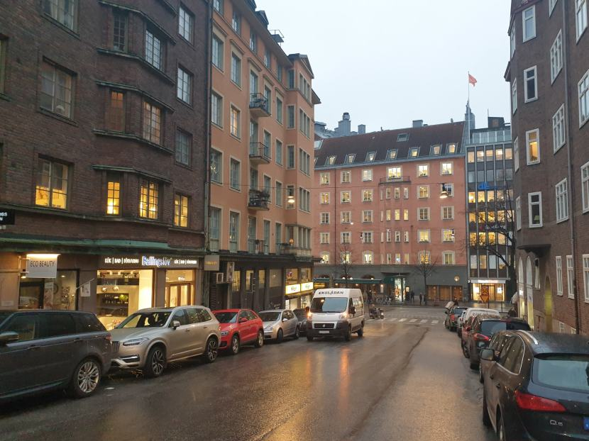 Stockholm, korsningen Eriksbergsgatan — Birger Jarlsgatan, 18 november 2019