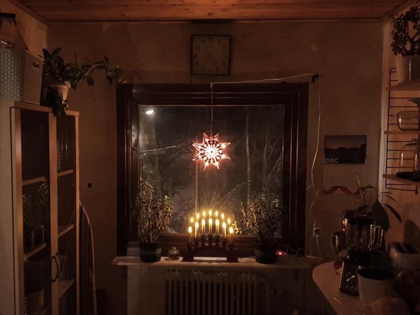 Huddinge M-vägen, adventsstjärna och adventsljusstake, 30 november 2019