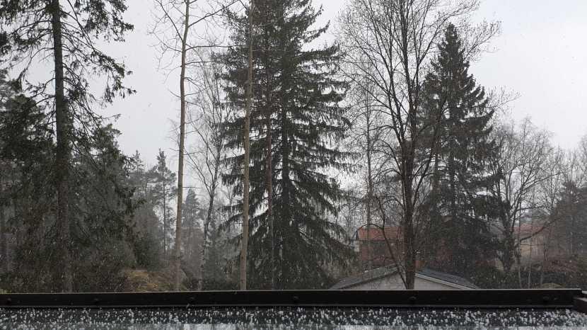 Huddinge M-vägen, snö, 30 mars 2020