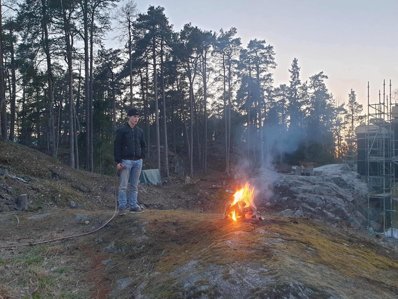 Huddinge M-vägen, valborgsmässoafton, 30 april 2021