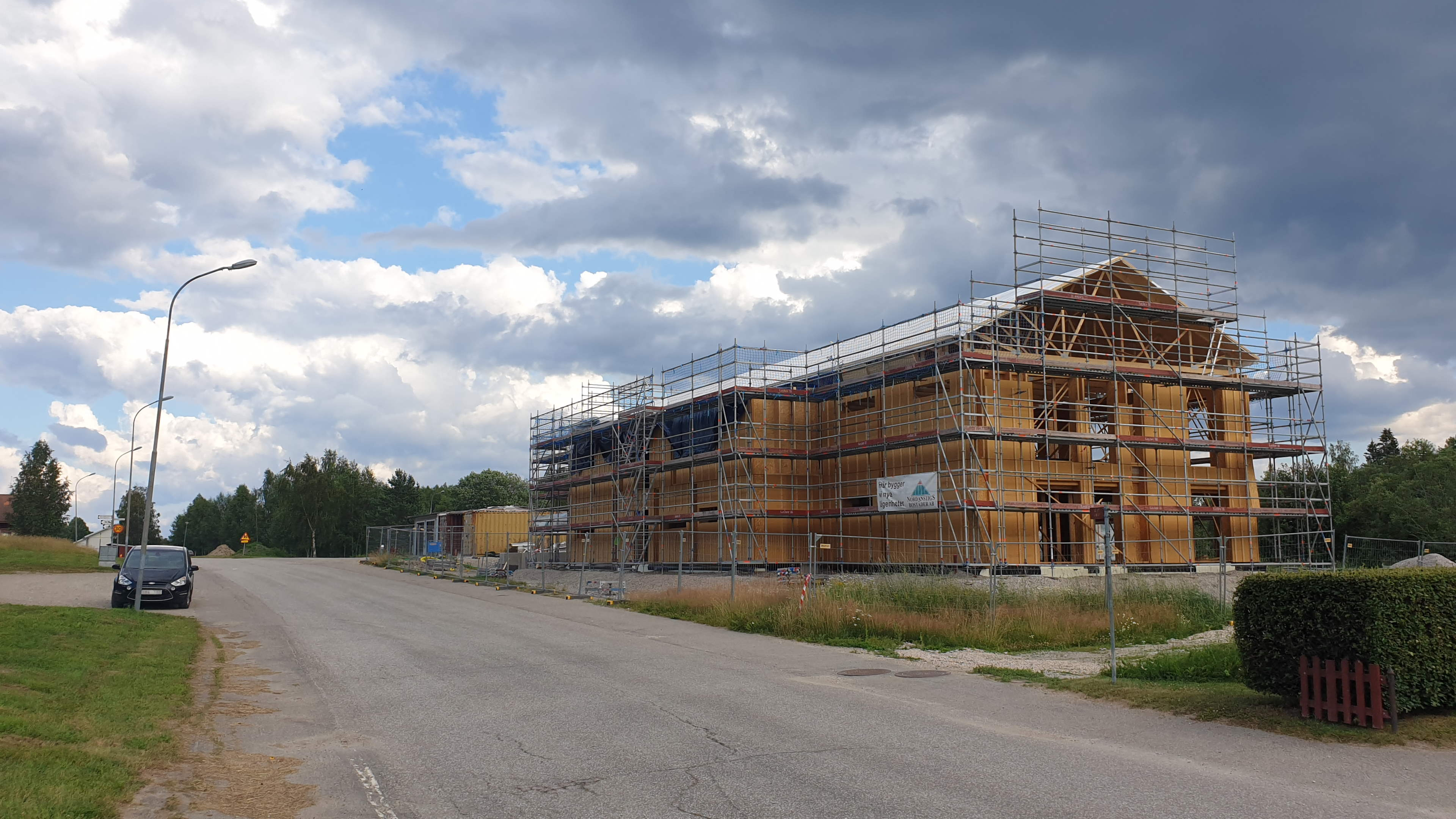 Gnarp, bygge av flerbostadshus, 15 juli 2021'